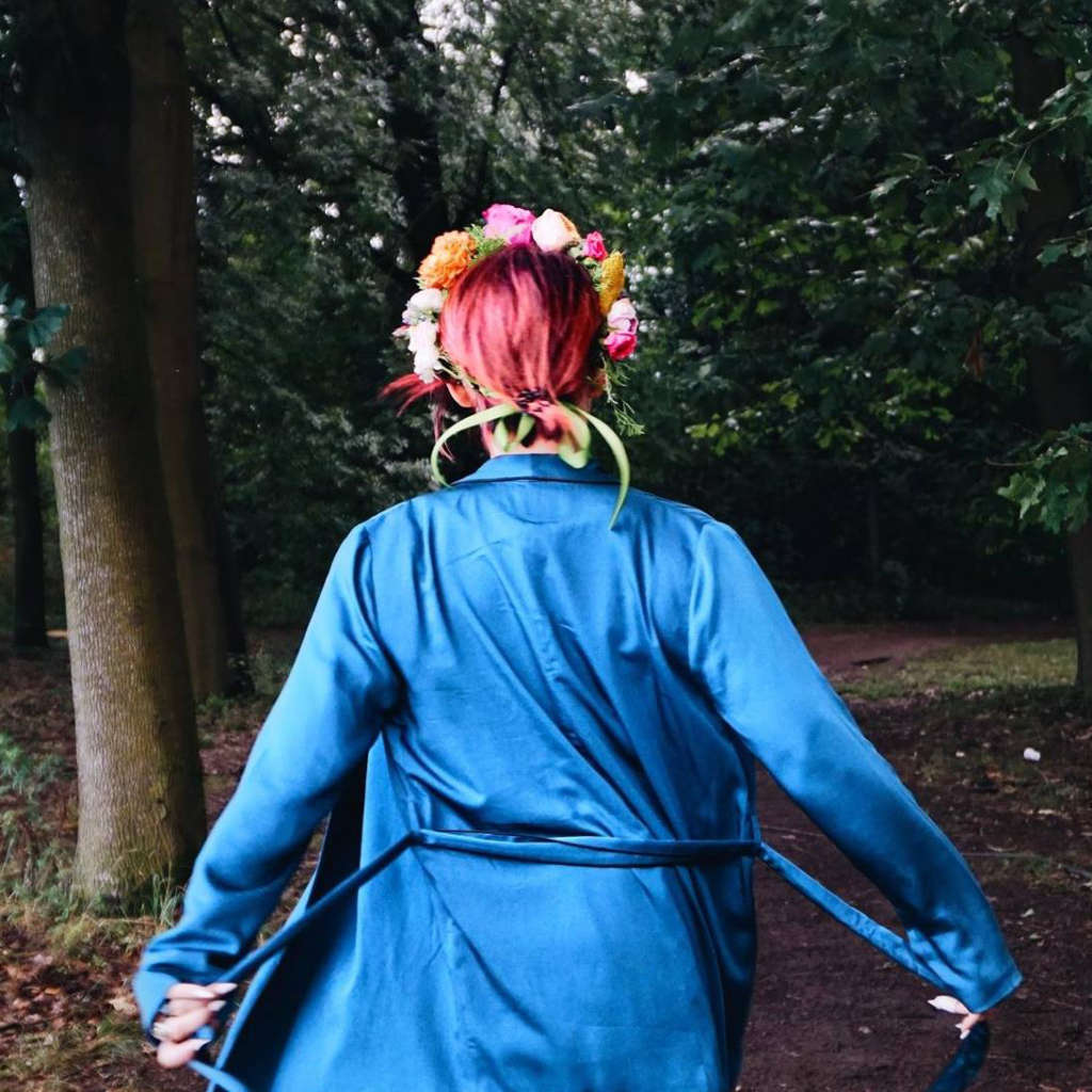 woman wearing blue robes near trees
