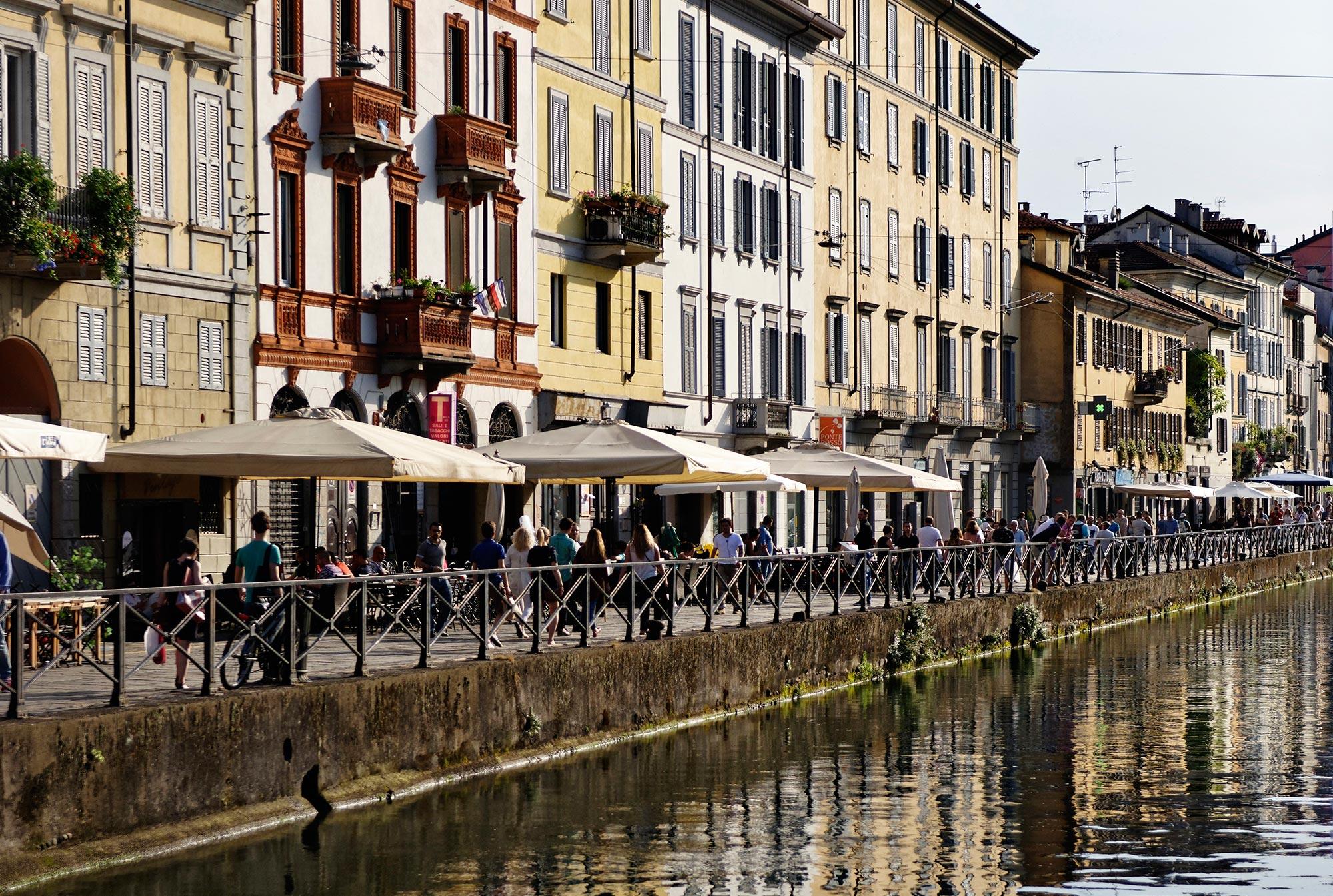 Explore-Italy-Attraction-Canal-Navigli-Grande-Milan