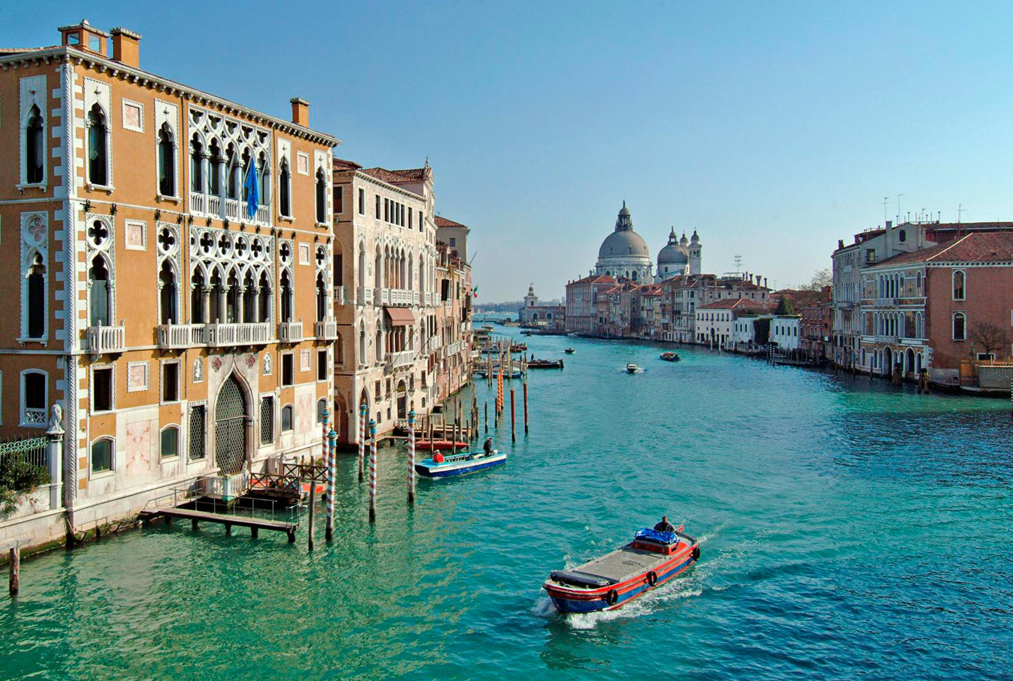 Explore-Italy-Attraction-Grand-Canal-Venice-with-Gondola