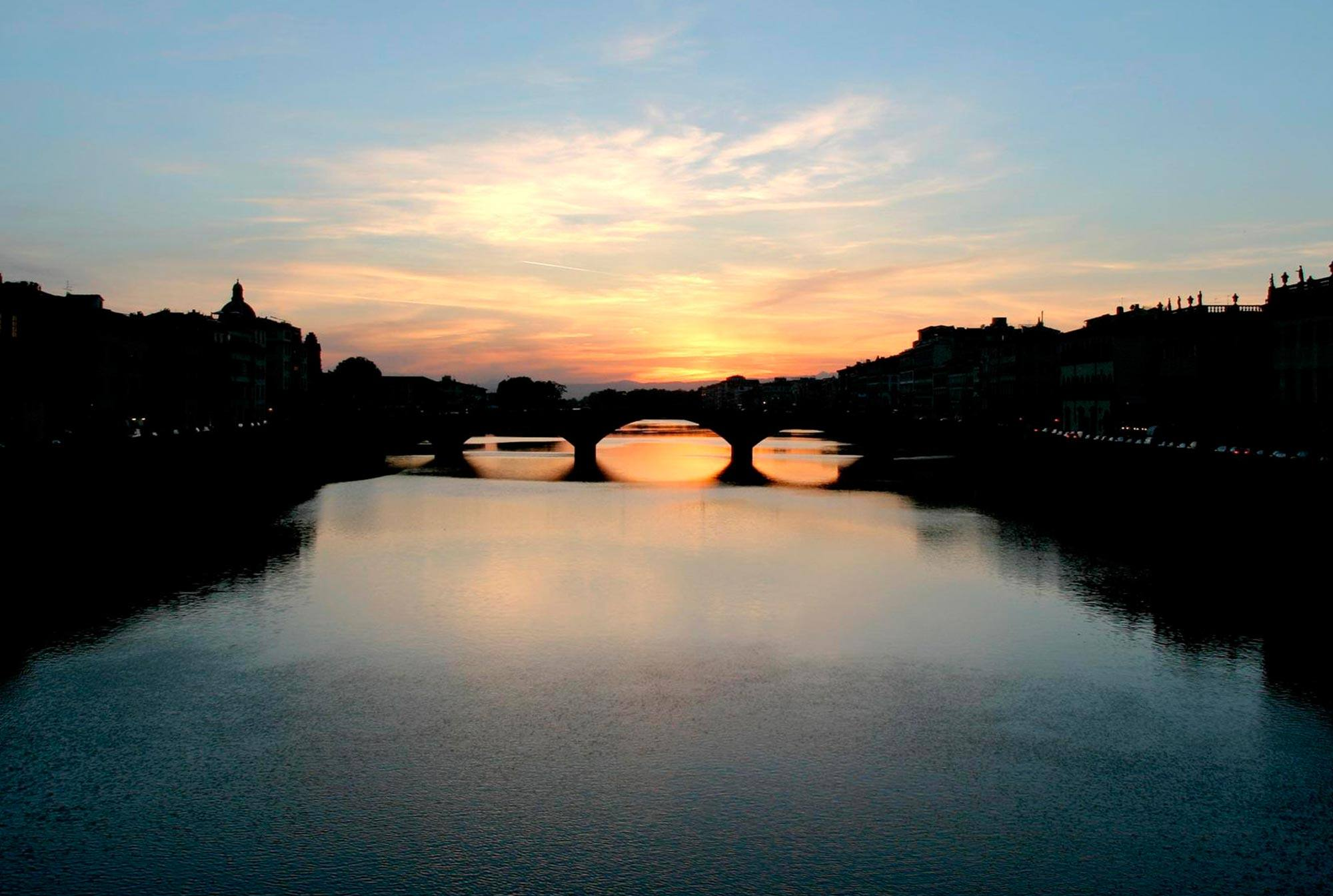 Explore-Italy-Attraction-Ponte-Vecchio-in-Florence