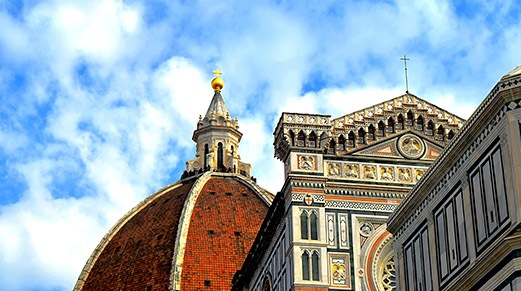 Explore-Italy-Florence-Duomo-worms-eyes-view