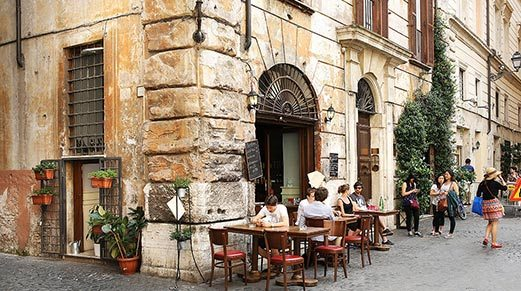 Explore-Italy-Roma-Street-Food-Restaurant-patio