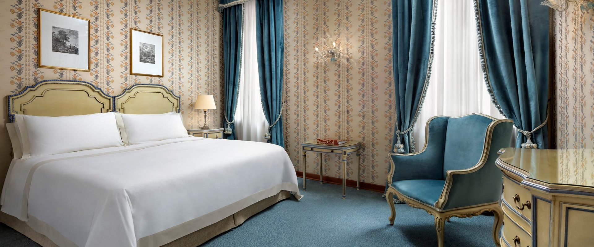 Hotel-Danieli-Venice-Lagoon-View-Junior-Suite-Bedroom-Palazzo-Casa-Nuova