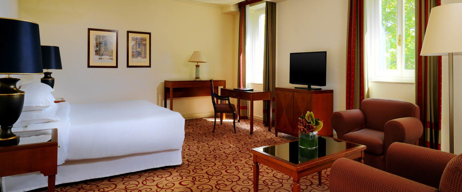 Sheraton-Diana-Majestic-Deluxe-Suite-Bedroom