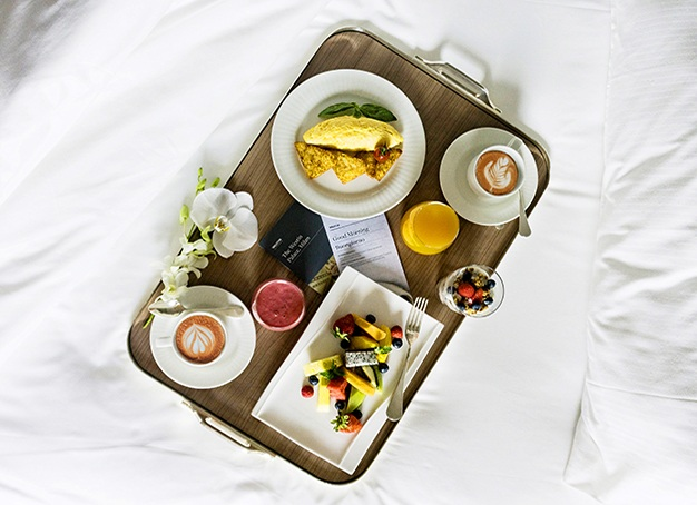 breakfast on bed platter
