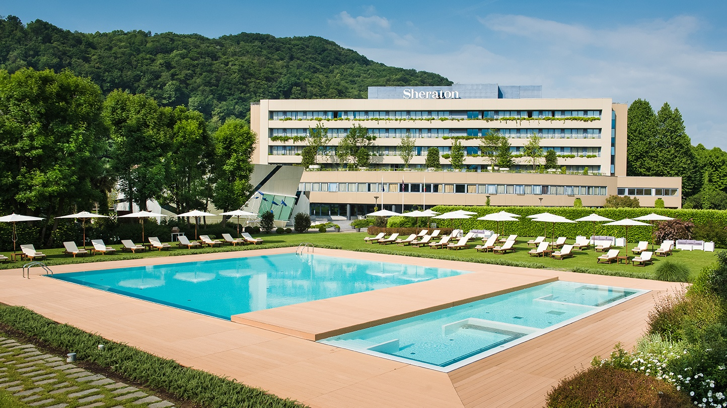 Facade hotel in Como with pool view