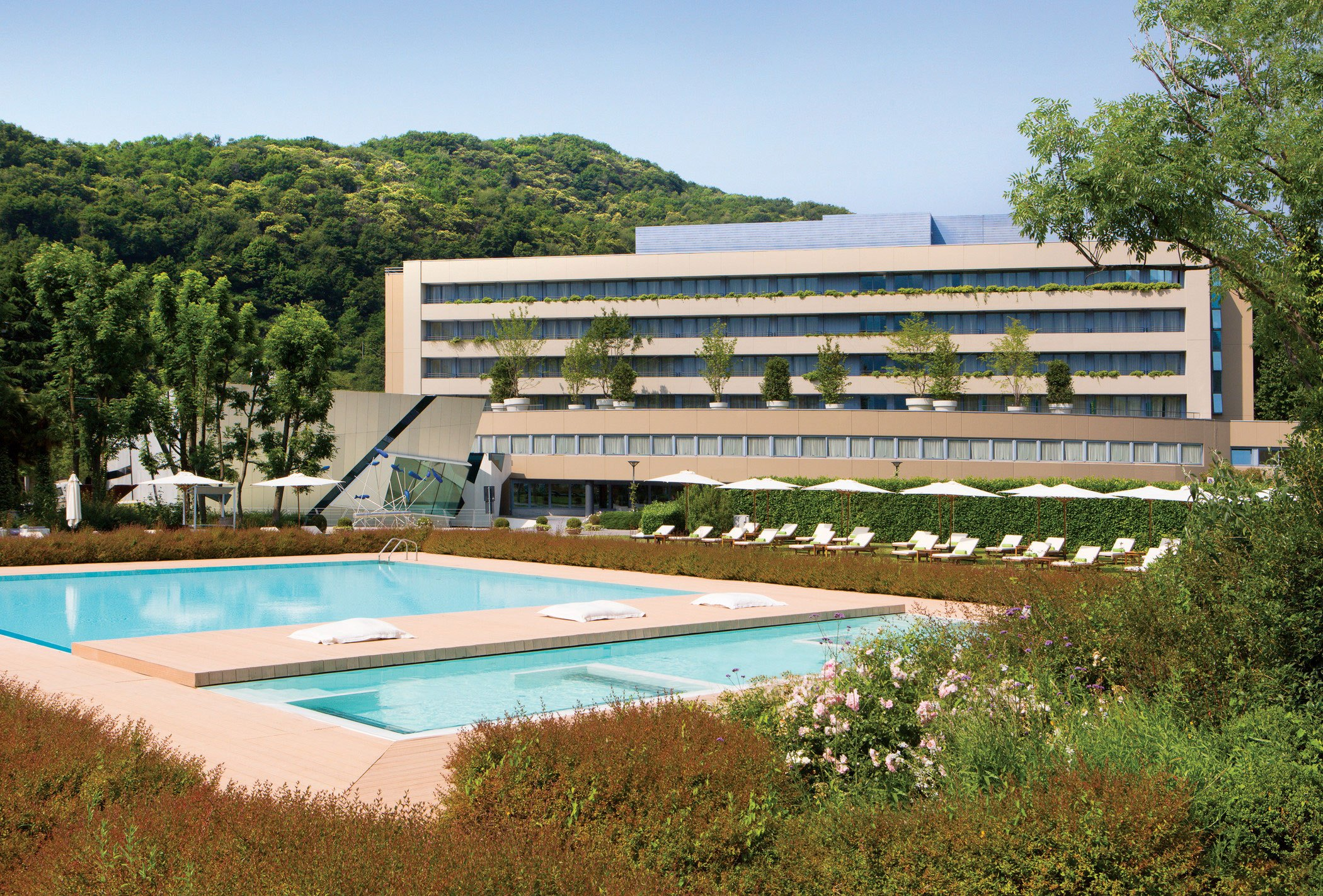 sheraton-lake-como-hotel-italy-exterior