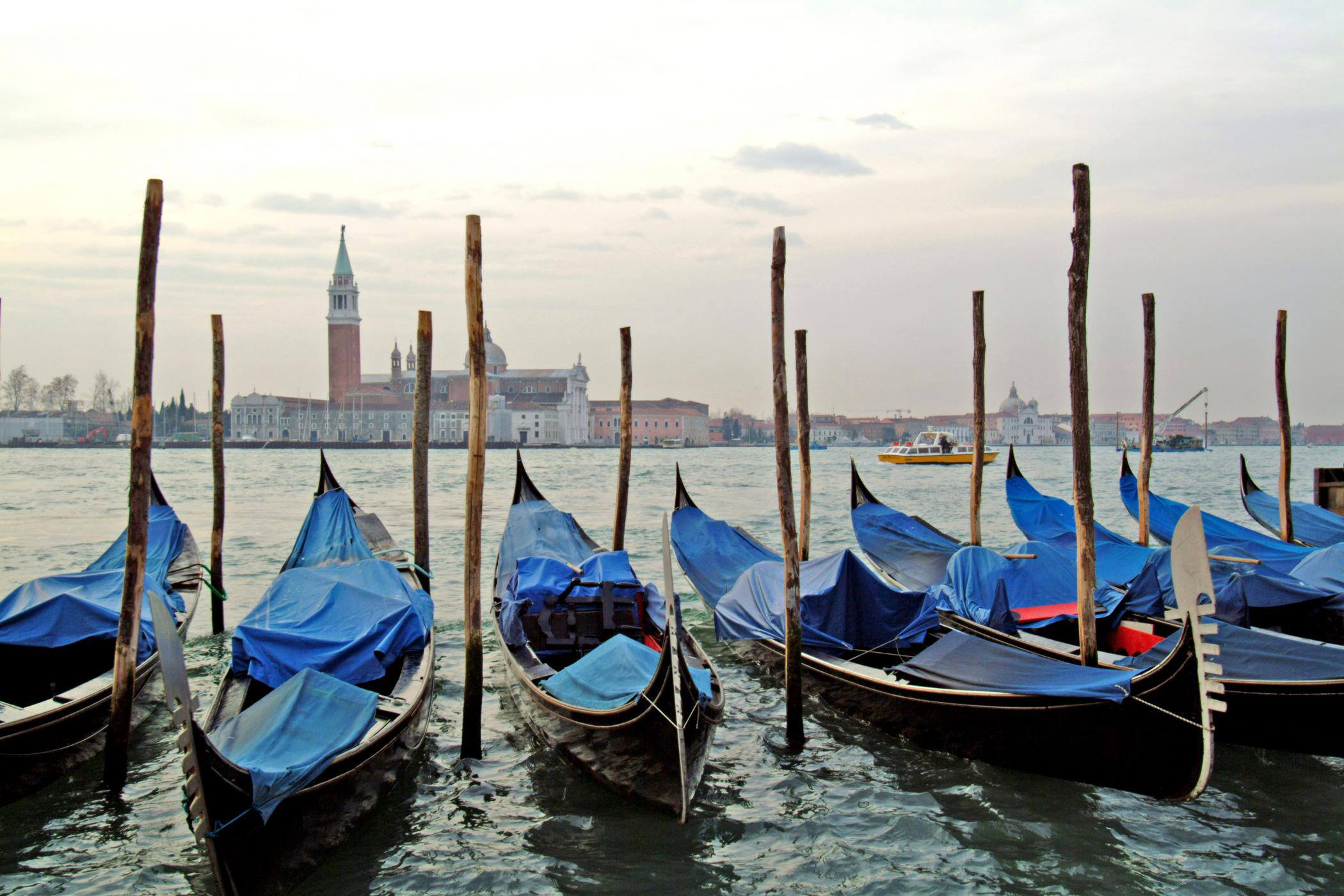 spg-explore-italy-venice-gondola-ride
