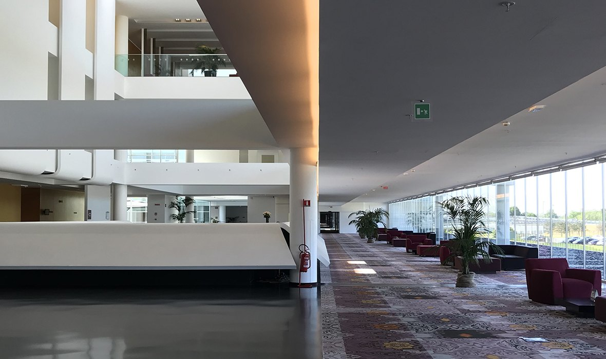 Lobby of Sheraton Milan Malpensa Airport