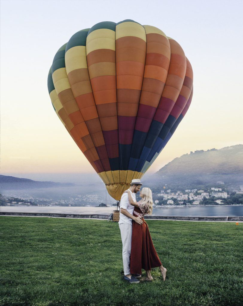 Couple kissing Hot Air Balloon in Como