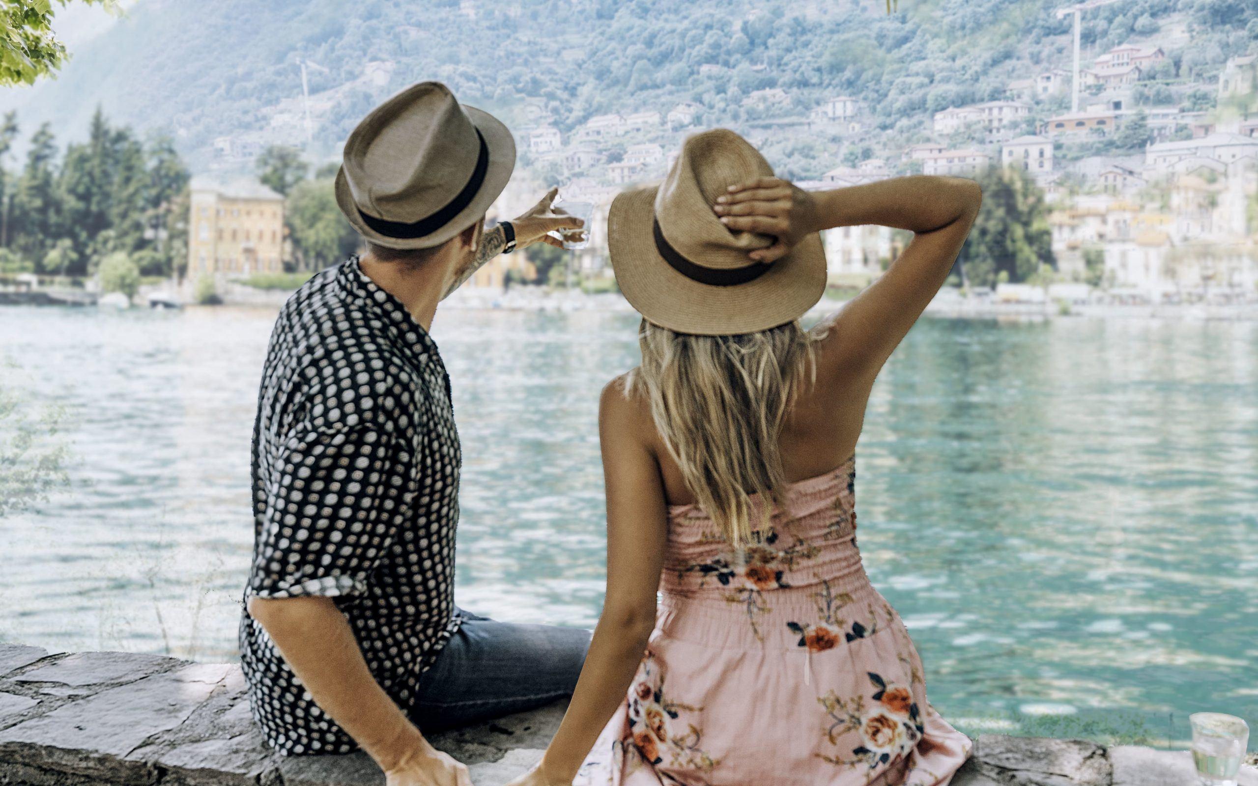 Couple watching the horizon