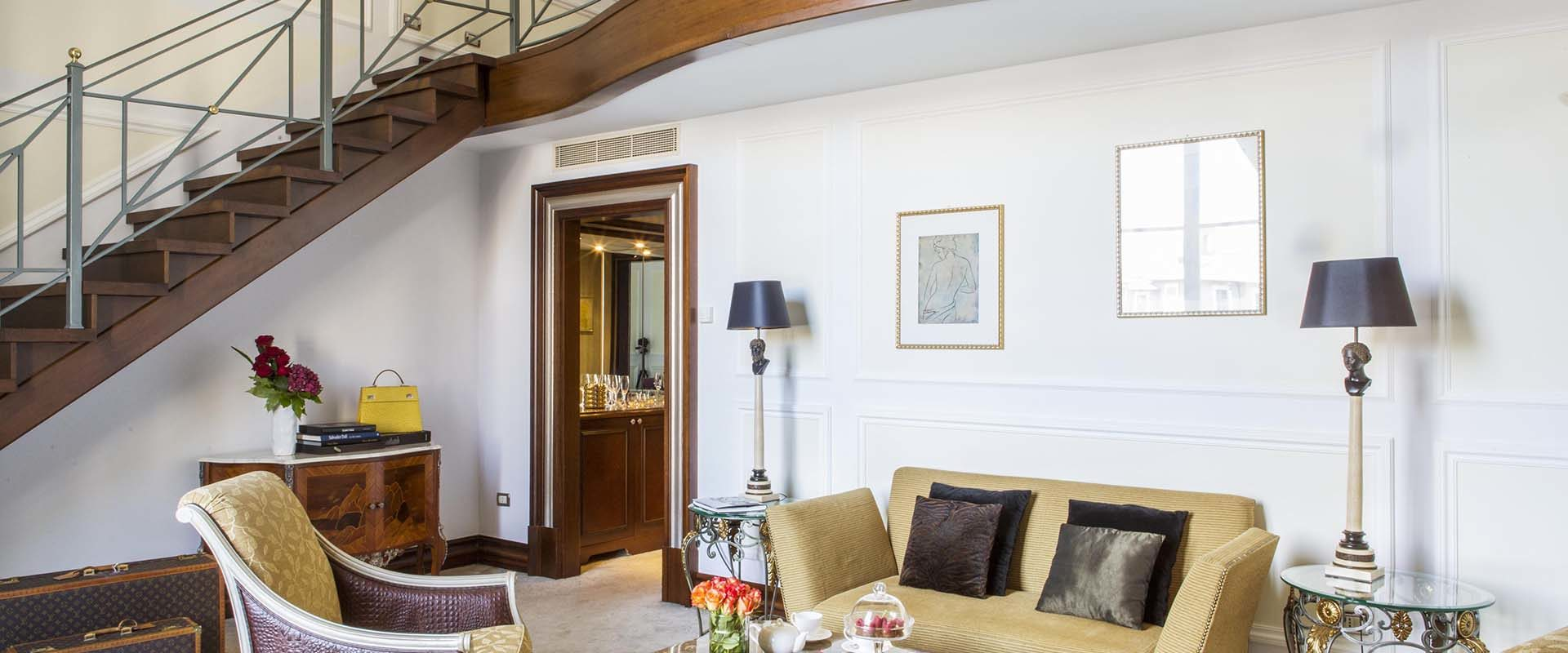 The living room of the Duplex Junior Suite at the Palazzo Naiadi Hotel in Rome