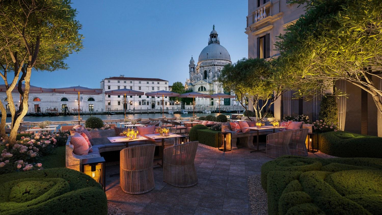 Italian-Garden-in-Venice-St.Regis Venice